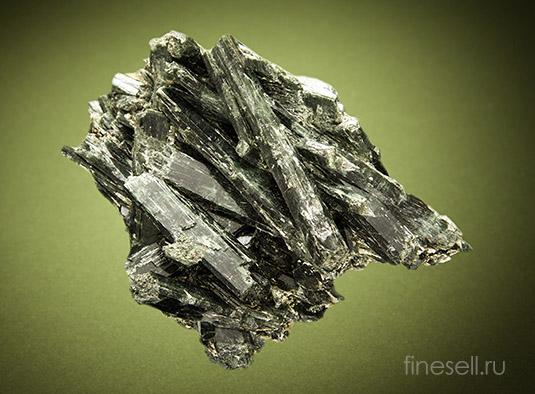 Фото кристаллов актинолита