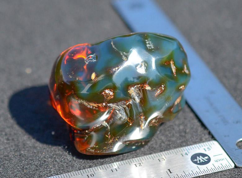 Доминиканский янтарь, камень