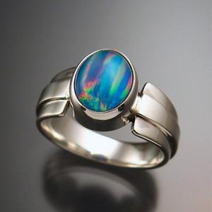 Серебрянный перстень с опалом