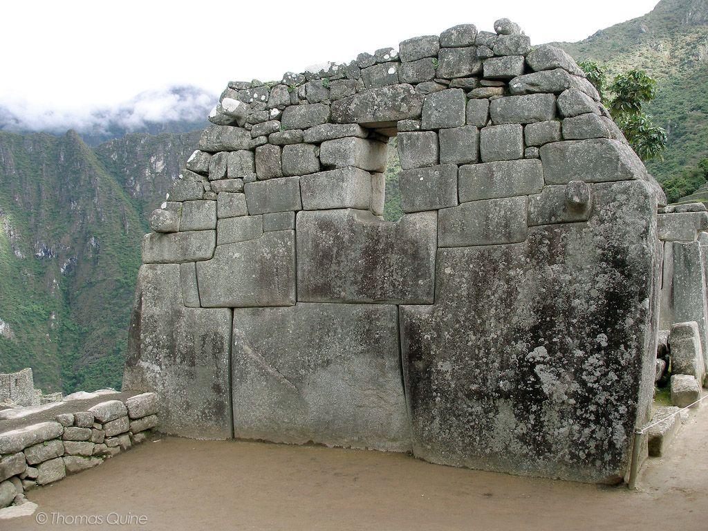 Стена с окном Мачу-Пикчу