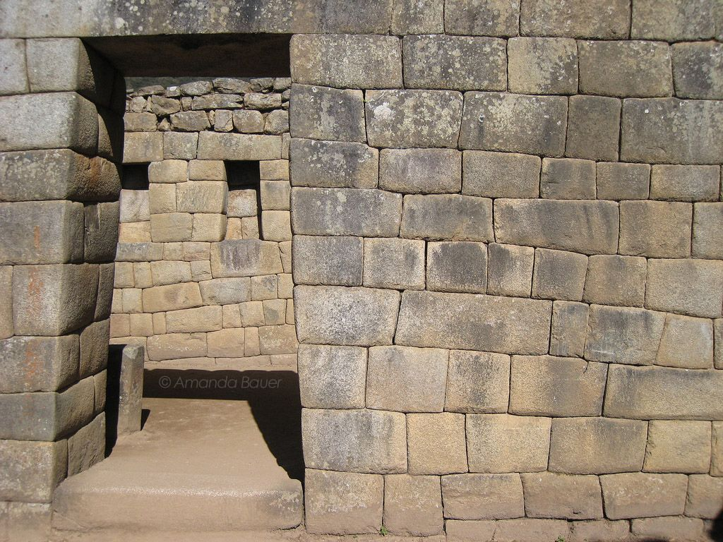 Стена с проходом Мачу-Пикчу