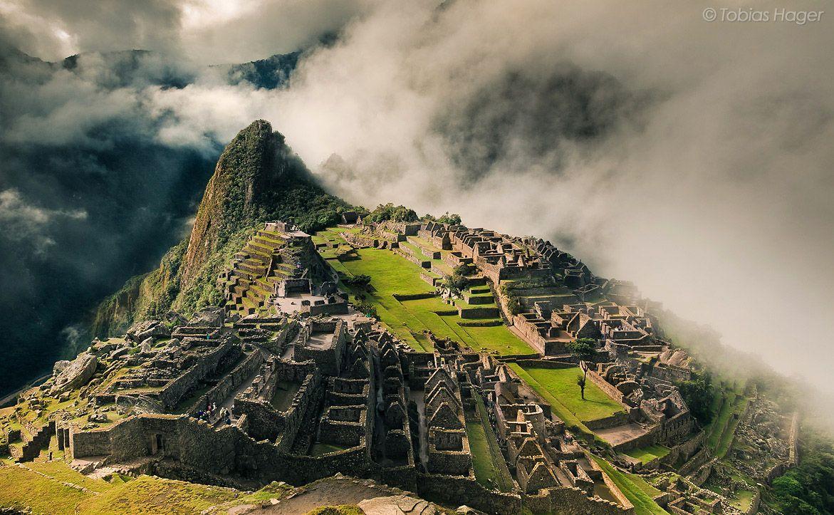 Мачу-Пикчу строения - вид с высоти полета птицы