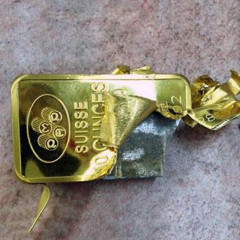 кто не умеет носить бижутерию, тот носит золото