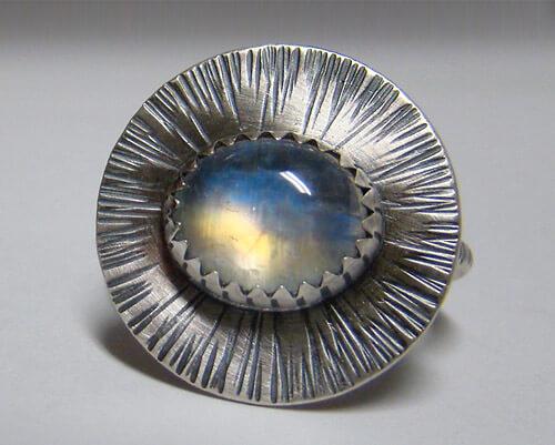 Адуляр – свойства короля лунных камней.