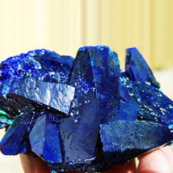 Идеальный агрегат кристаллов азурита - мечта коллекционеров