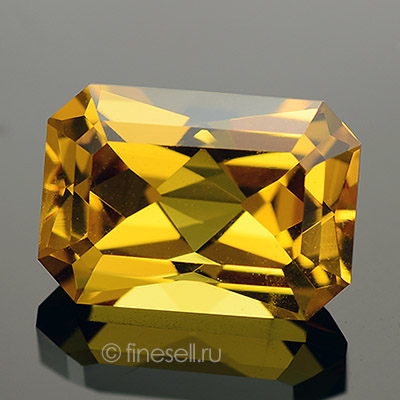 Natural golden-yellow heliodor