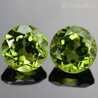 Natural loose chrysolite pair