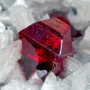 Камень Киноварь, кристаллическая порода