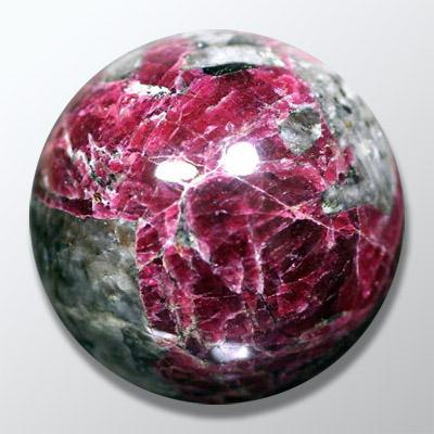 Эвдиалит камень