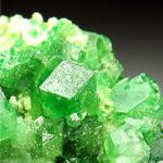 Зелений гранат камінь