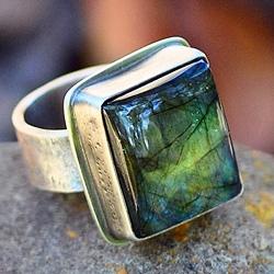 Серебряный перстень с лабрадором (лабрадоритом)