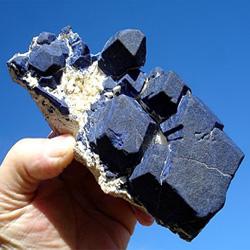 Сростки кристаллов лазурита (экспонат стоимостью - 2500$)