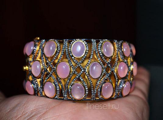 Кабошоны розового кварца в серебряном браслете