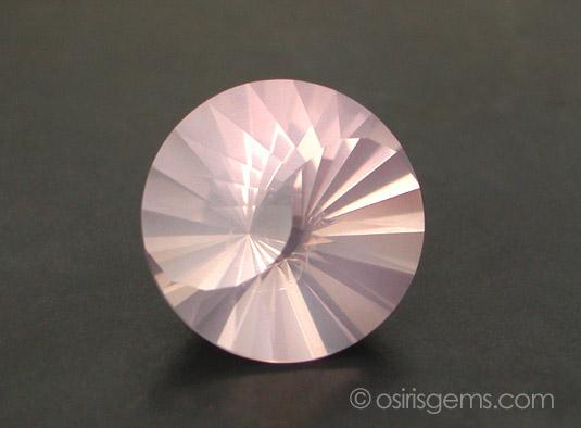 Ограненый розовый кварц