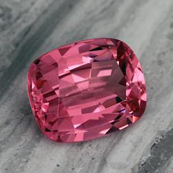 нежно-розовая натуральная шпинель - красота